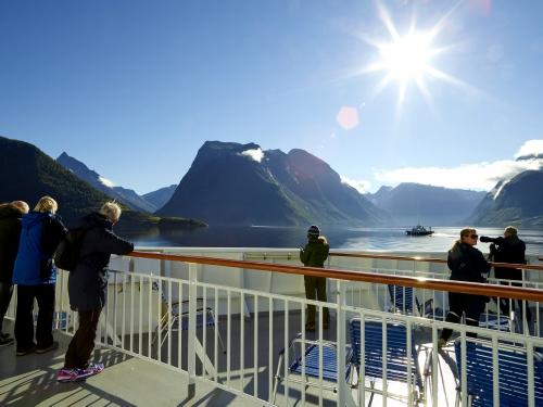 Hurtigruten cruise Hjørundfjorden